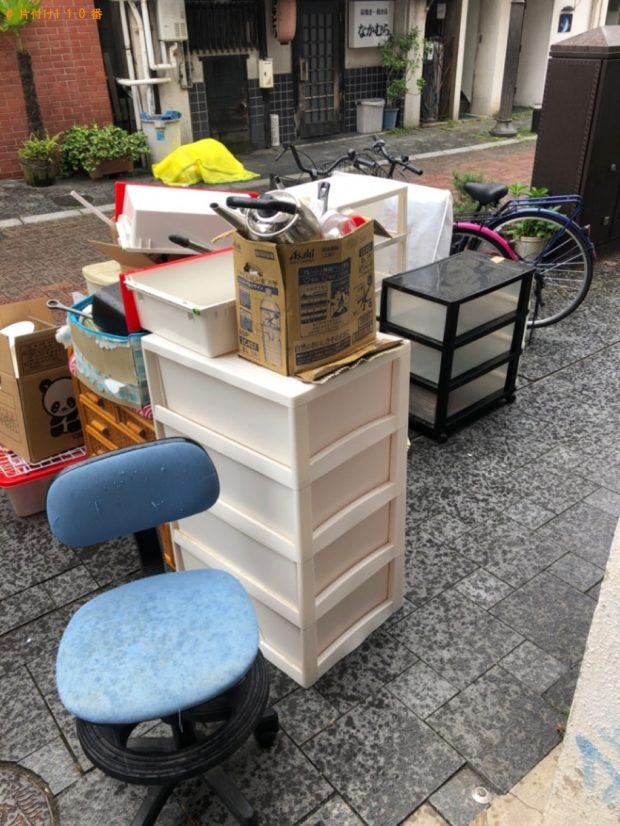 【鈴鹿市】遺品整理でカーペット、こたつ、衣装ケース、やかん等の回収