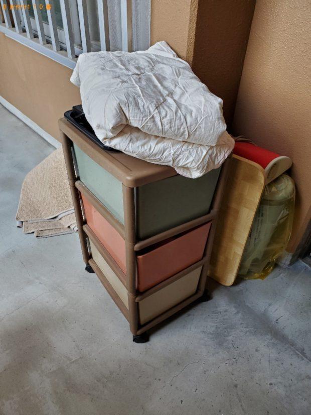【総社市】遺品整理に伴いガラステーブル、椅子、ラック、布団、炊飯器等の回収