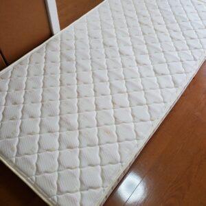 【岡山市北区】本棚、シングルベッドマットレスの回収・処分ご依頼